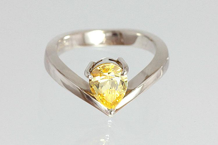 宝石のデザインリング