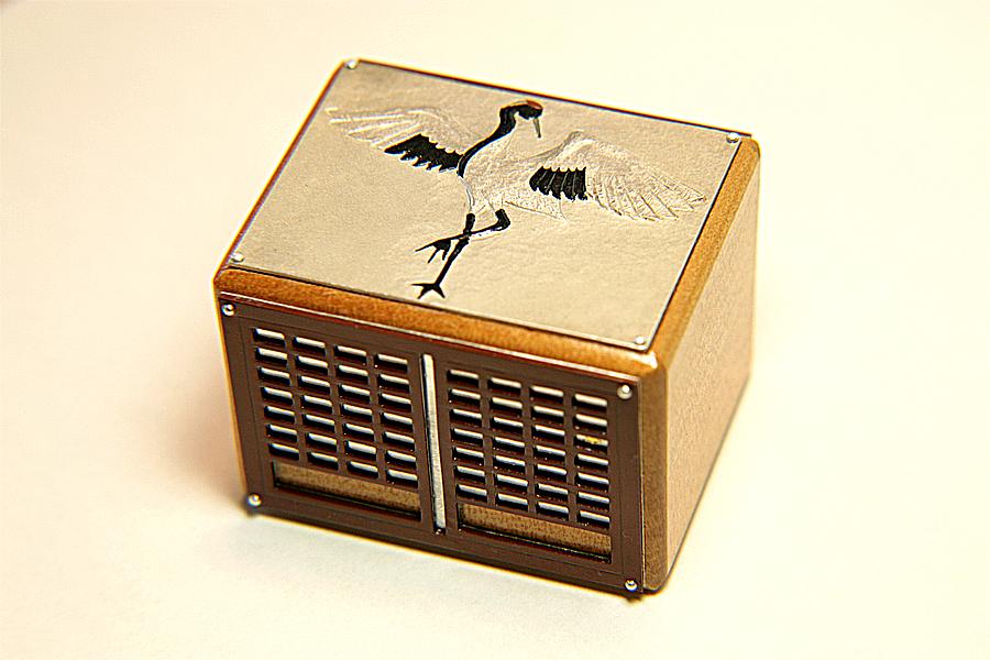 切嵌レリーフ絡繰り箱「鶴の恩返し」